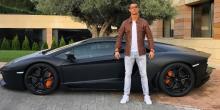 cristiano-ronaldo-pose-a-cote-de-sa-nouvelle-voiture-football_48dbdbe2c45ec13313019ca8a0824745
